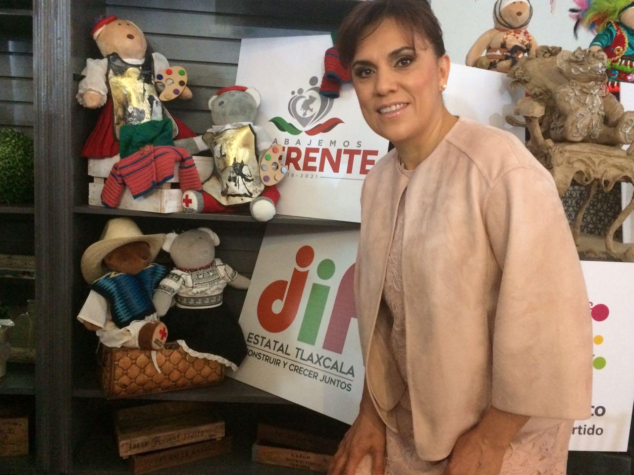 Asiste Sandra Chávez a evento benéfico con Angélica Rivera de Peña