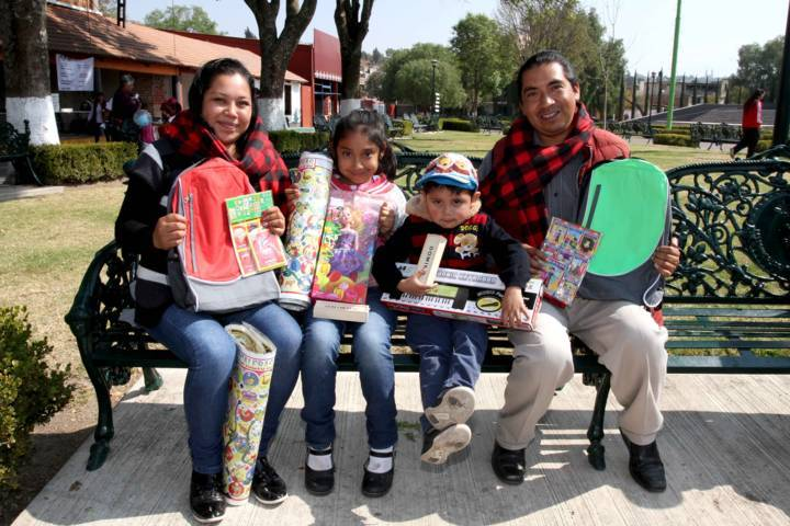 Que papás dediquen tiempo a sus hijos, lo más importante: Chávez
