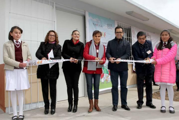 Inaugura Sandra Chávez desayunador escolar en Tlaxco