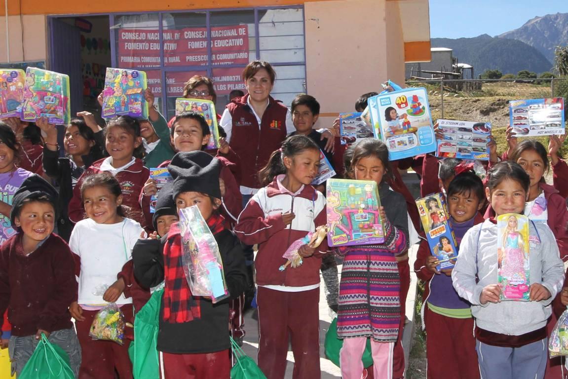 """Encabeza Sandra Chávez """"Caravana De Reyes"""" en Huamantla"""