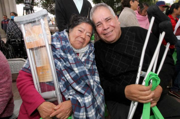 Entrega Sandra Chávez 161 apoyos funcionales a personas con discapacidad