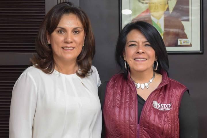 Se reúne Sandra Chávez con María del Rocío García, titular del DIF Nacional