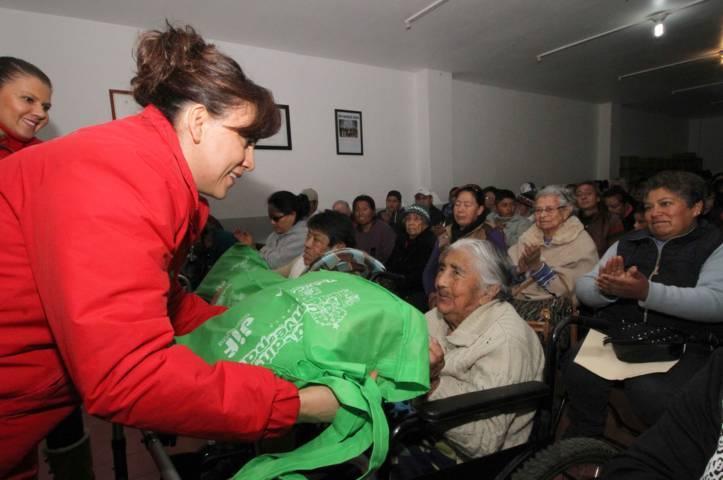 Entrega Sandra Chávez apoyos funcionales en Huamantla y Apizaco