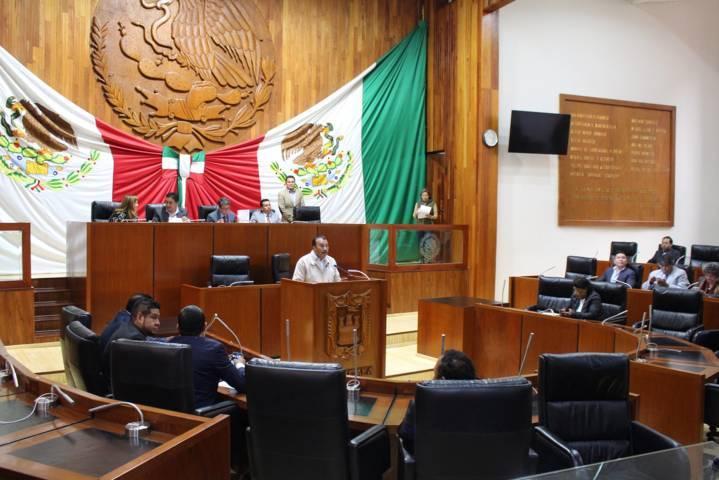 Presentan en Tlaxcala ley de uniformes escolares gratuitos