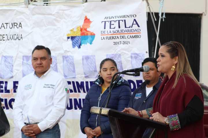 Entrega Michaelle Brito remodelación de Plaza Principal de Tetla De La Solidaridad