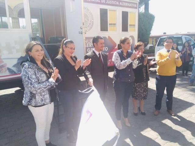 Reconocen servicios gratuitos de la unidad móvil del TSJE en Tlaxco