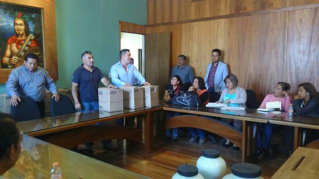 Adelanta entrega de obsequios el diputado Xochitemo