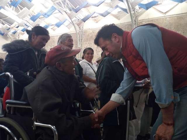 Ignacio Ramírez ofrece apoyos de atención a la salud