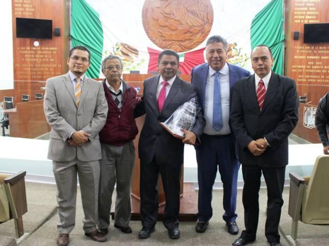 Disertan en congreso conferencia magistral