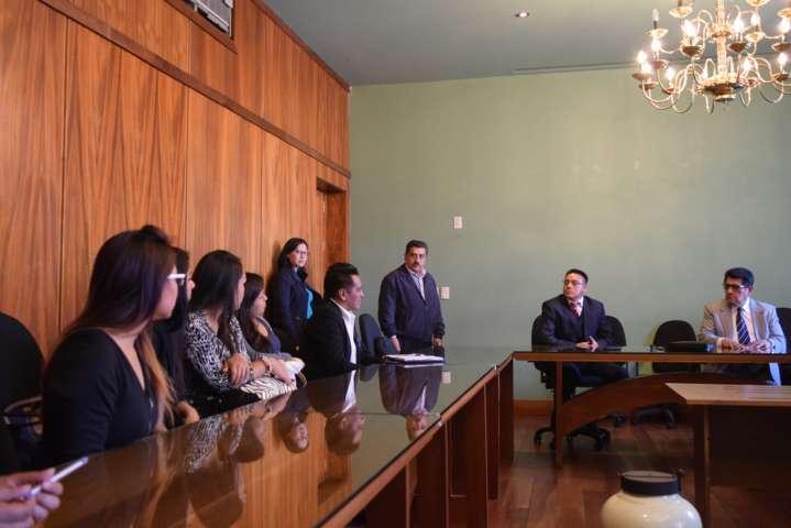 Recibe Diputado Héctor Ortiz a estudiantes de derecho de la UAT
