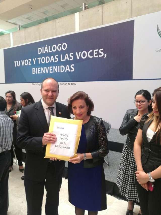 Cumple diputado Juan Corral con meta de 10 mil firmas en contra del gasolinazo