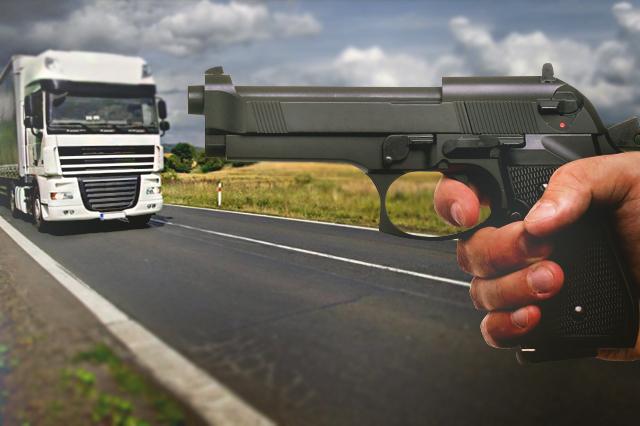 Atracan a camionero con 45 toneladas de alambrón en Tetla