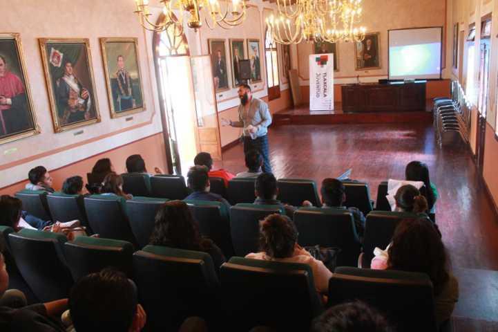 Disertan conferencia de Educación Sexual para jóvenes en la capital