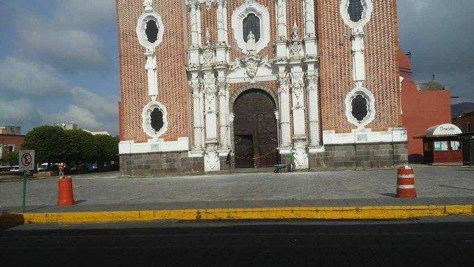 Quitan escombros de iglesia de San José ya hay paso normal