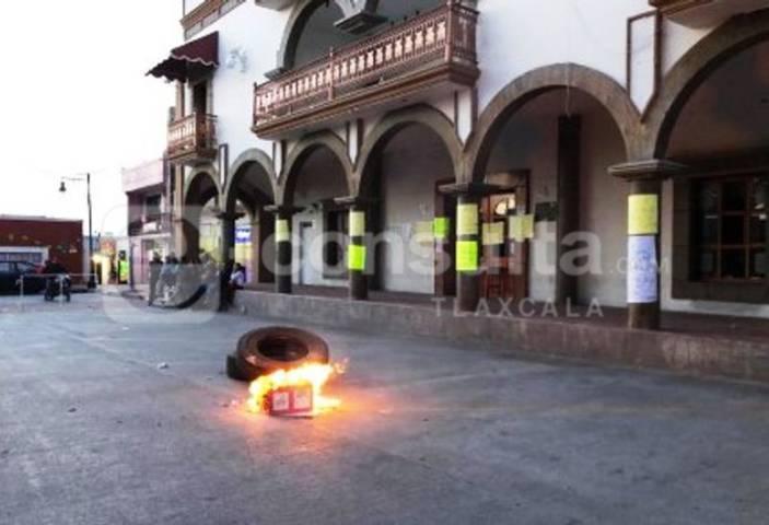 Pobladores de Contla exigen renuncia de Don Cheto