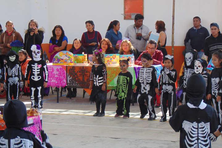 El DIF municipal impulsa las tradiciones de Día de Muertos en escuelas