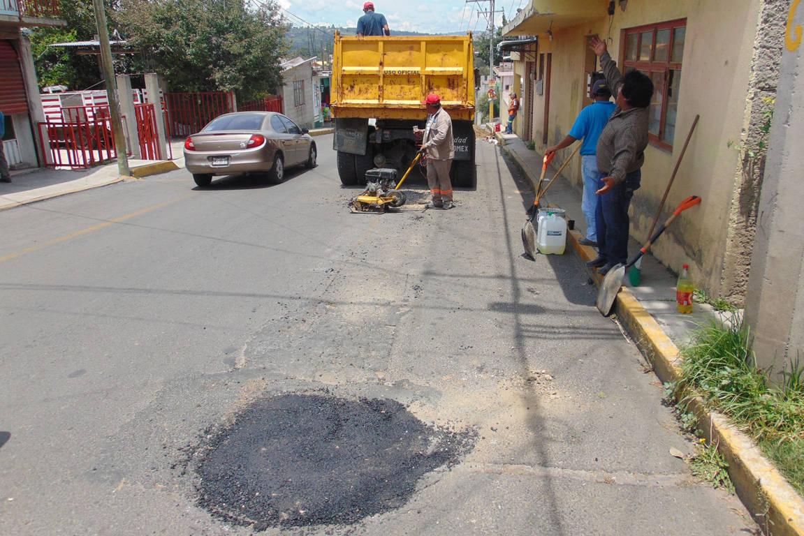 Ayuntamiento mejora la vialidad de la Guerrero con bacheo