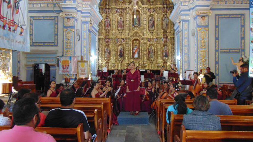 Camerata Femenil Matlalcueyetl llegó a la parroquia de Amaxac