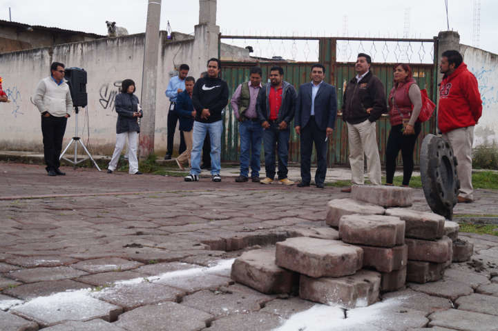 Alcalde de Calpulalpan da banderazo de inauguración a obra en la Colonia El Mirador
