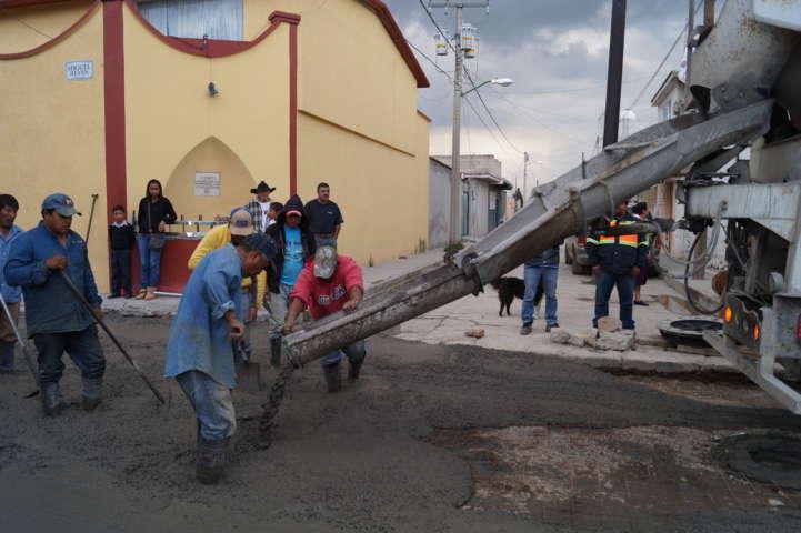 Inician trabajos de pavimentación en la Calle Miguel Reyes, Barrio el Calvario