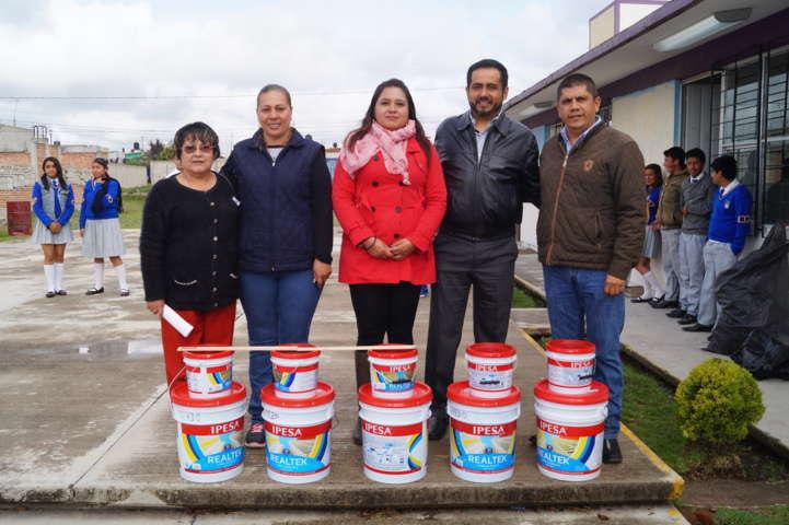 Presidente Municipal de Calpulalpan apoya a Telesecundaria de la Col. Espejel