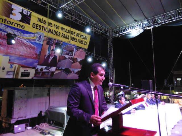 Rinde Carlos Luna Vázquez su Tercer Informe de Gobierno en Amaxac