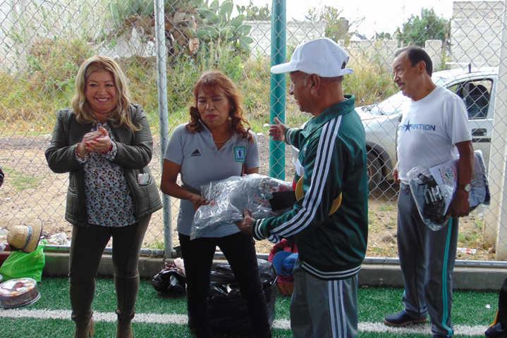 Selección de Pelota Tarasca recibe uniformes deportivos