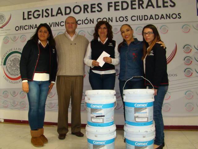 Entregan legisladores federales del PAN lámparas y pintura a municipios de Tlaxcala