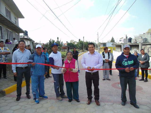 Inauguran pavimentación de la calle primero de Mayo en Amaxac
