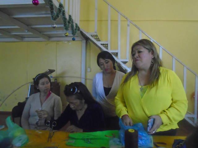 El DIF municipal apoya a educandos del taller de bisutería con material