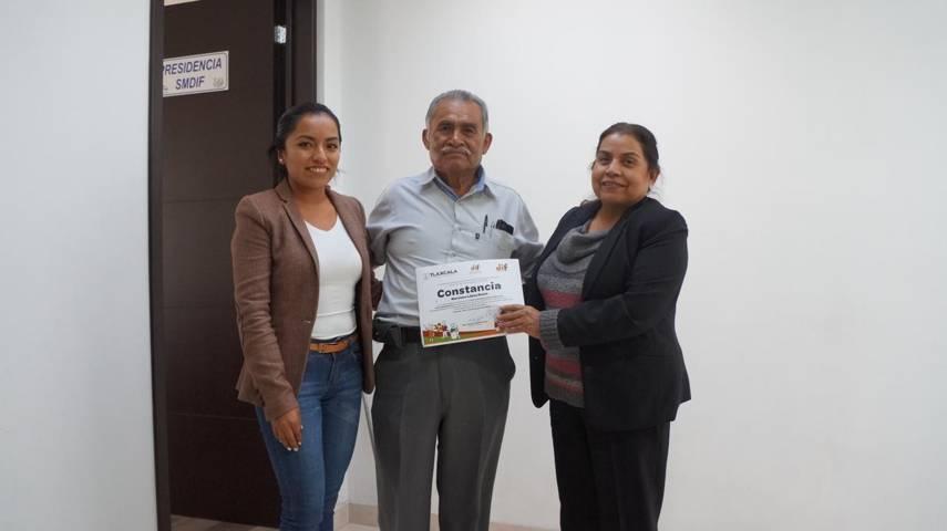 Personas con discapacidad reciben constancias de cursos  en San Pablo Del Monte