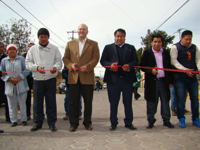 Gestión de Juan Corral aterriza en adoquinamiento de calle en Tlaltelulco