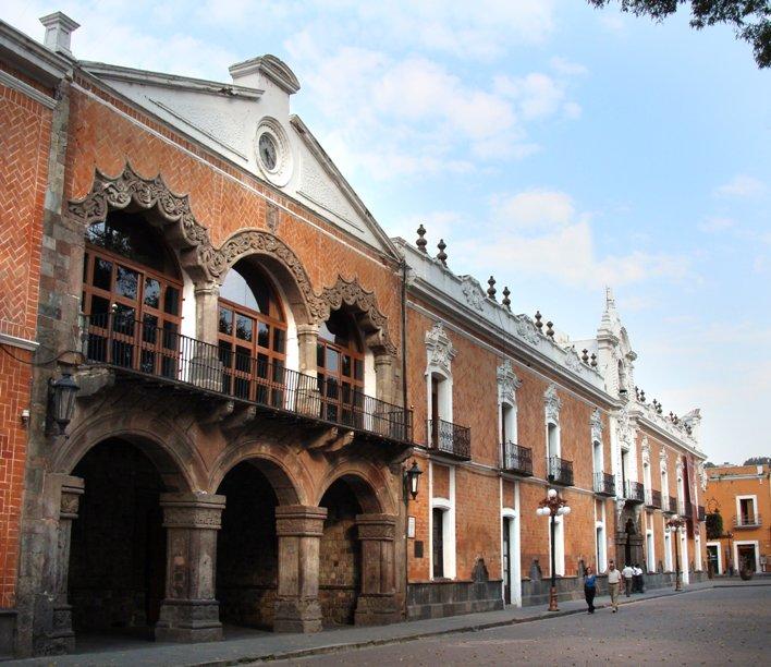 Gobierno de Tlaxcala esconde bases de licitación para materiales e insumos