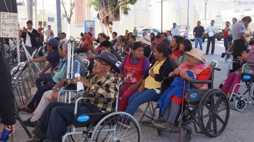 Sistema Municipal DIF entrega aparatos funcionales en San Pablo del Monte