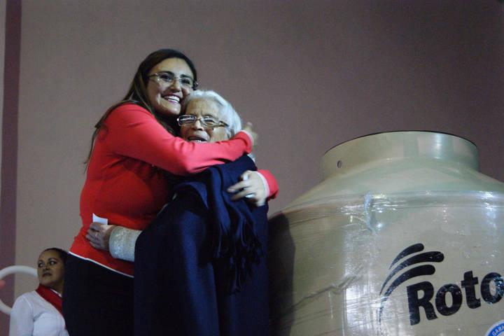 Invita Tlaxco a celebrar a las mamás con espectáculo cómico-musical