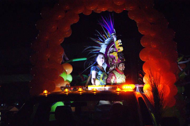 Disfrutan tlaxquenses exitoso Primer Desfile Nocturno en su feria