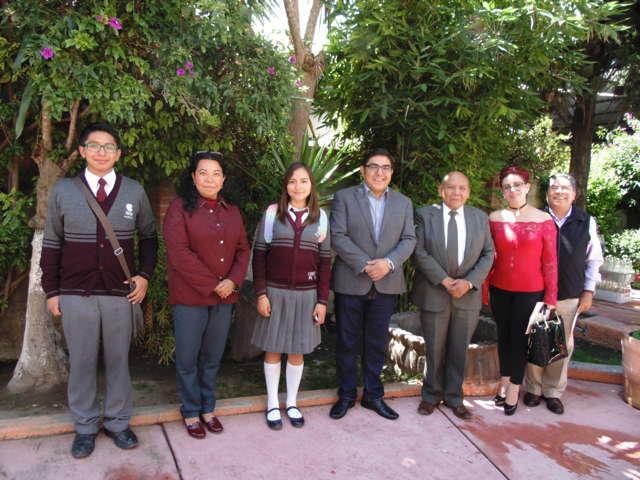 Reconoce Giovanni Pérez Briones a estudiantes del Cobat