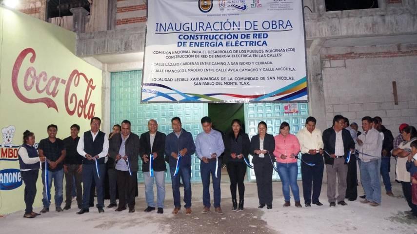 Presidente municipal entrega electrificación a vecinos de San Nicolás, San Pablo del Monte