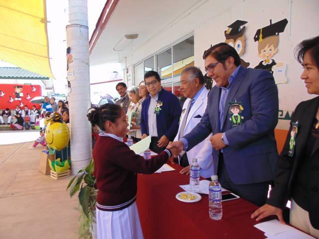 Apoya Giovanni Pérez Briones la educación en Totolac