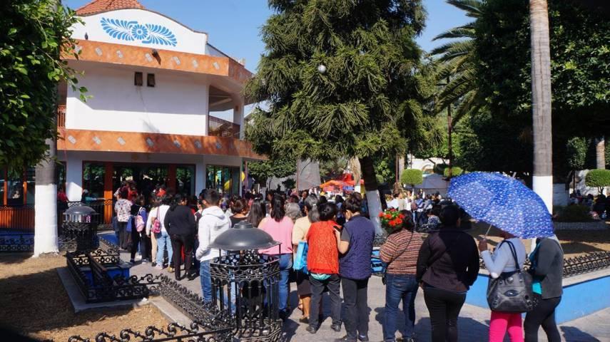 Ayuntamiento municipal festeja a las mamás en su día en San Pablo Del Monte