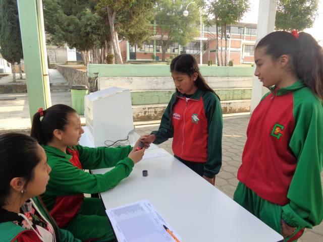 INE Tlaxcala promueve ejercicios con boleta electrónica entre estudiantes