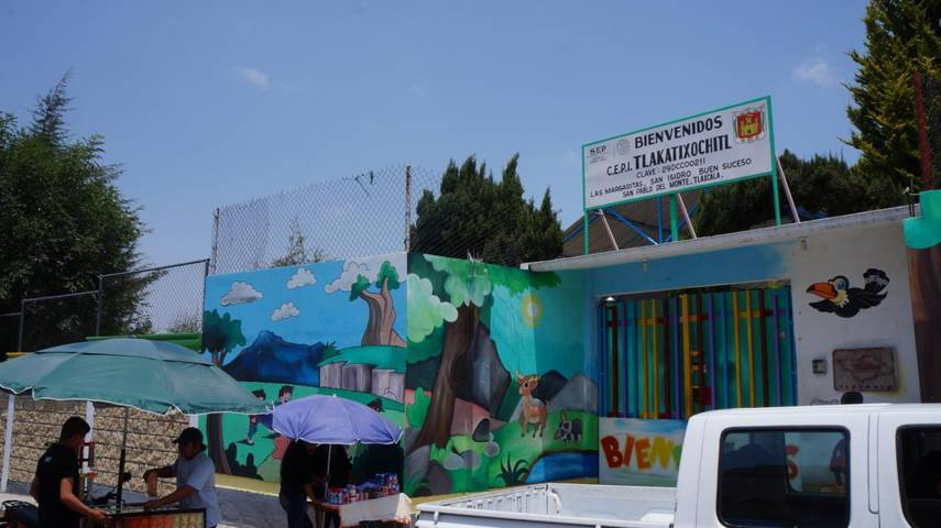 Entregan techumbre a alumnos de kinder en San Isidro Buen Suceso, SPM