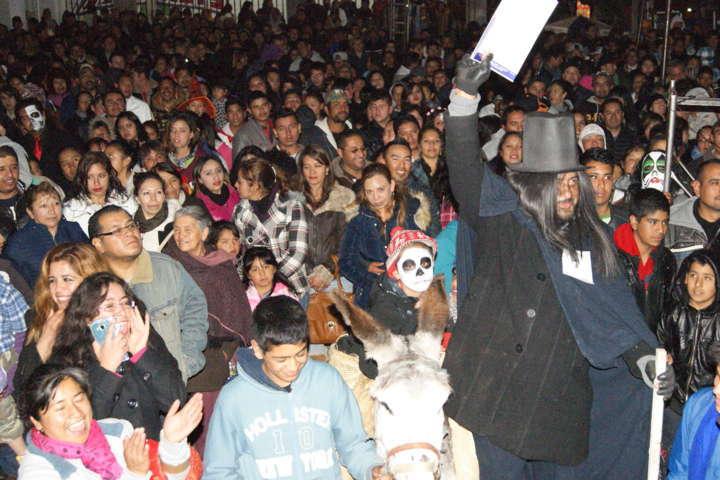 Fomenta INANJUVE tradición de Día de Muertos en Nanacamilpa