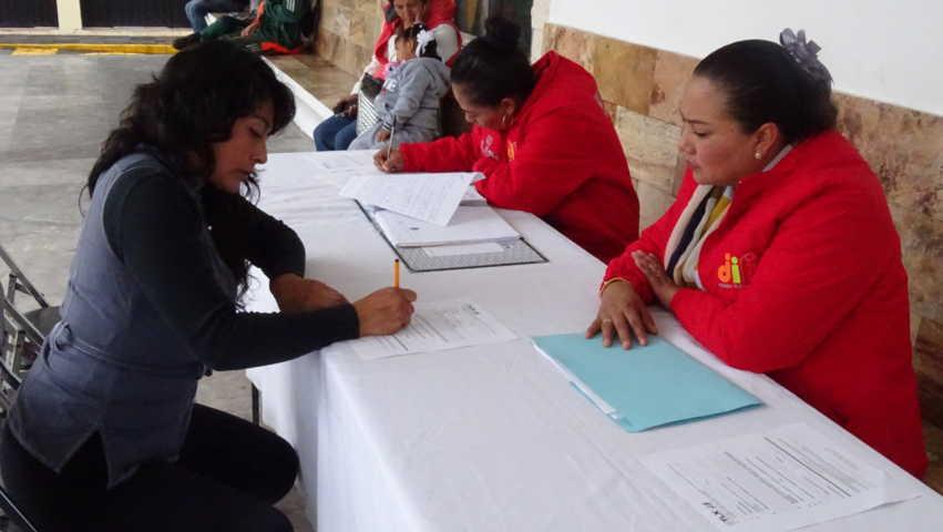 Ofrece DIF Estatal asesoría jurídica a mujeres de Xicohtzinco