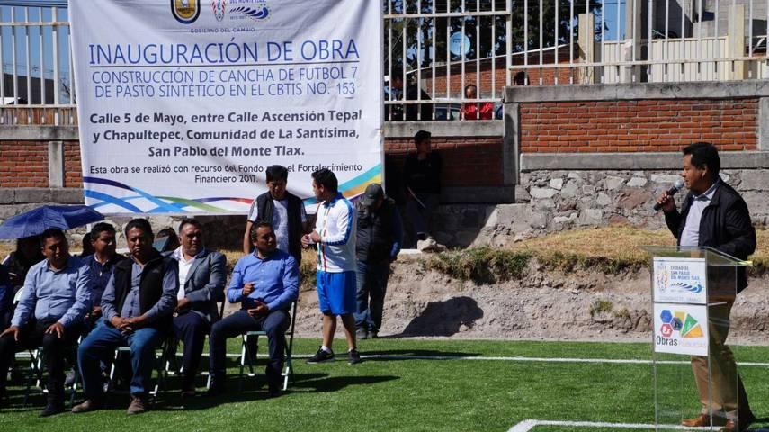 Presidente Municipal entrega cancha de futbol 7 a CBTIS #153 en San Pablo del Monte