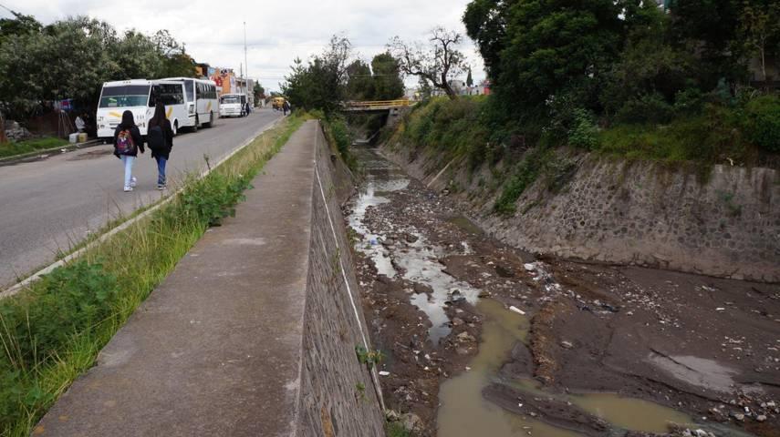 Gobierno Municipal desazolva canal de San Pablo Del Monte