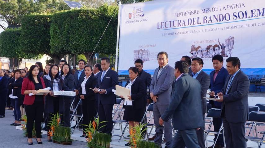 Ayuntamiento de San Pablo Del Monte coloca bando solemne de fiestas patrias