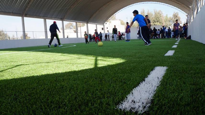 Alcalde municipal rehabilita cancha de futbol rápido en San Pablo del Monte