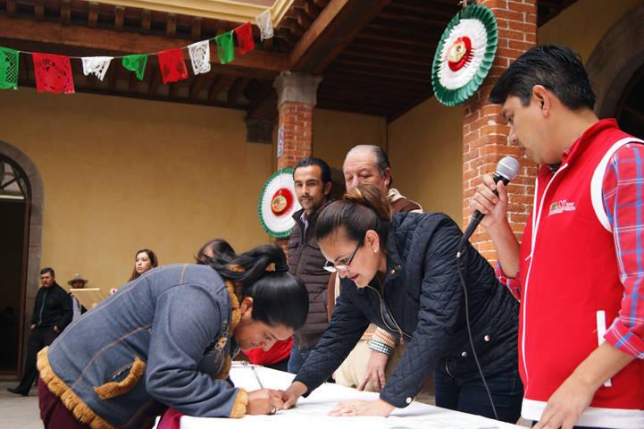 Beneficiarán a más de 200 familias con pisos y techos en Tlaxco