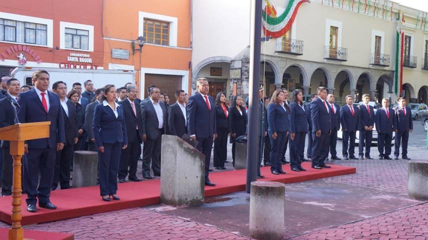 Gobierno Municipal De SPM, rinde honores al labaro patrio en la capital del Estado
